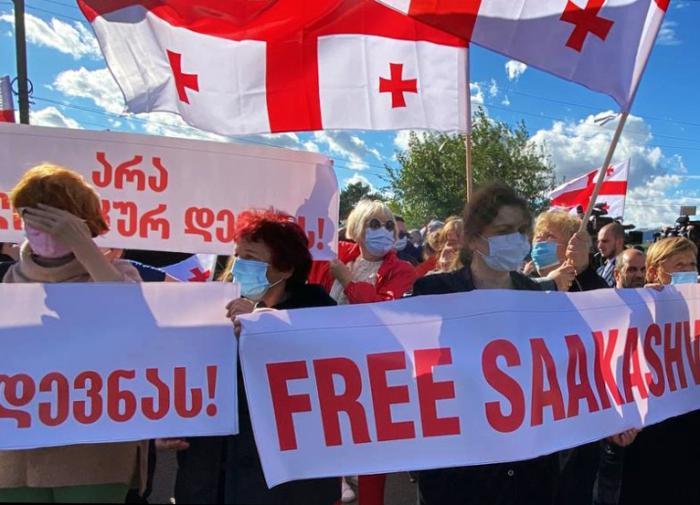 Провал Саакашвили маскируют инфошумом