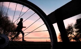 Владимиру Зеленскому подарили именной велосипед