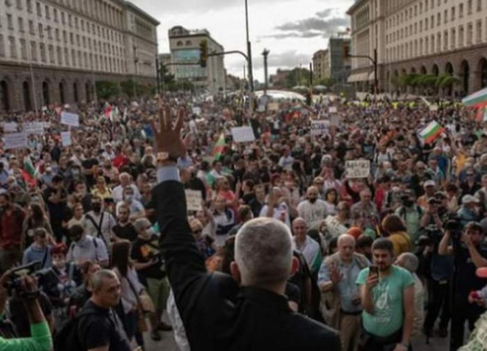 Христо Маринов: Болгарию тащат в еврозону, как затащили в НАТО