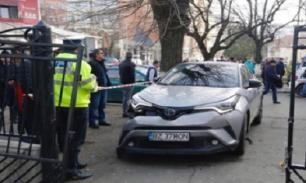 Директор школы на авто врезалась в толпу детей и родителей