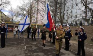 Во Владивостоке ветерана поздравили концертом во дворе его дома