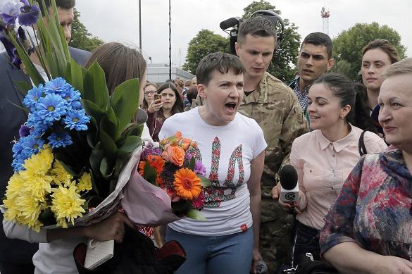 Савченко в Одессе чуть не забросали яйцами