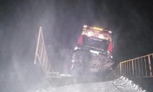 60-тонный лесовоз обрушил мост через речку в Иркутской области