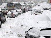 """Полицейские откопали из снежных заносов 70 машин на трассе """"Оренбург-Орск"""""""