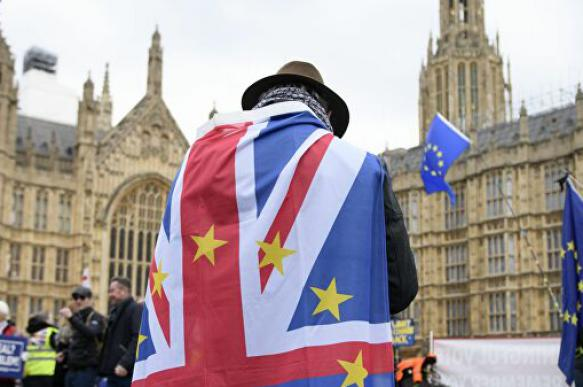 "Британия запустила план ""Yellowhammer"" по ""жесткому"" Brexit"