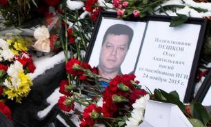 """СМИ: Туркоманы издевались над телом расстрелянного пилота """"Су-24"""""""