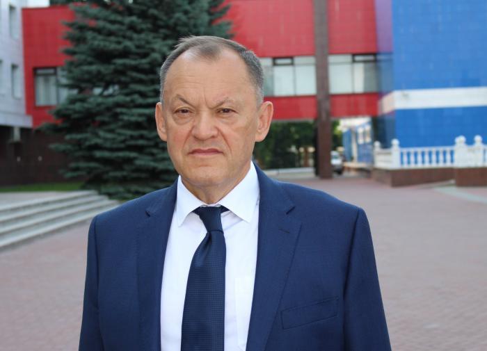"""""""Власть — она от бога"""": депутат призвал россиян кланяться перед начальством"""