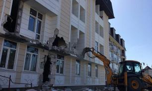 Пятиэтажный многоквартирный самострой сносят в Краснодаре