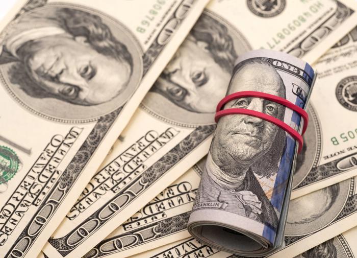 """""""Путь матраса"""": россияне продолжают """"чистить"""" банки от валюты"""