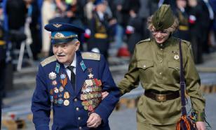 """Футболист """"Витесса"""" подарил футболку ветерану Второй мировой войны"""