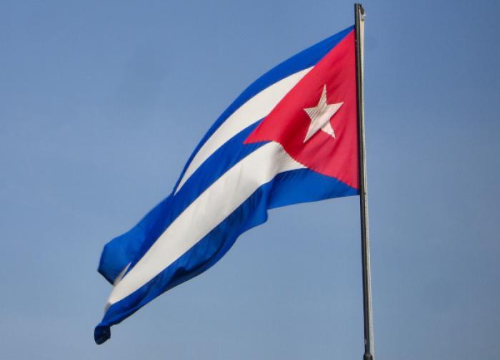 """Революция крепка: кубинские коммунисты вышли на марши-""""противовесы"""""""