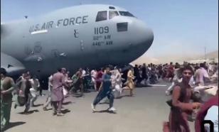 """""""Фантастический бардак"""": лётчик оценил организацию эвакуации из аэропорта Кабула"""
