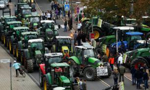 Тысячи фермеров на тракторах парализовали движение в Берлине