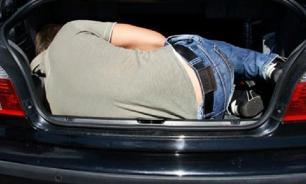 """Водитель """"Порше"""" сбил пешехода и отвез его в багажнике на кладбище"""