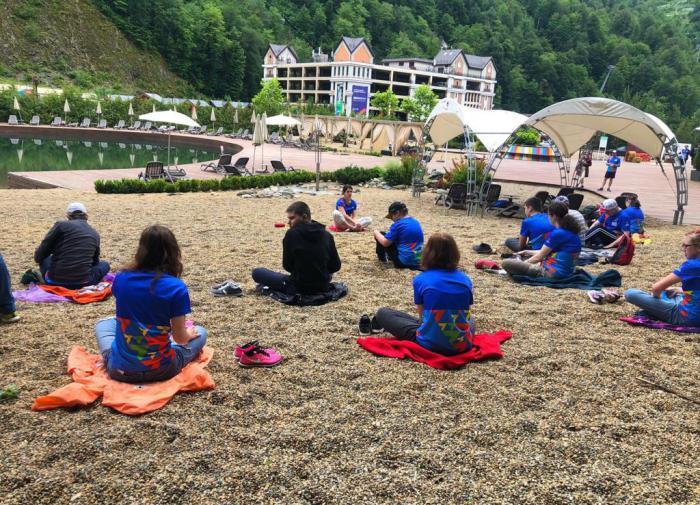 В горах Сочи проходит летняя спортивная смена для особенных детей и их родителей