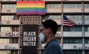 В Конгрессе США назревает стычка из-за флагов ЛГБТ и BLM на посольствах страны
