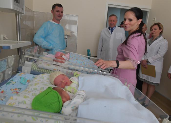 Свыше 11 тысяч детей родили несовершеннолетние матери в России