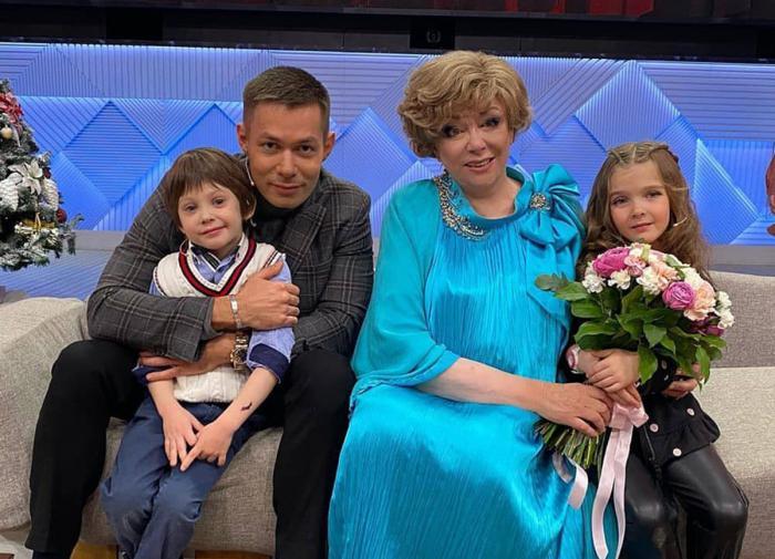 Стас Пьеха рассказал о жизни Эдиты Пьехи после операции на коленях