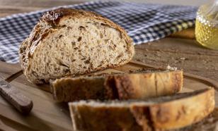Диетолог Майкл Мосли предупредил об опасности чёрного хлеба
