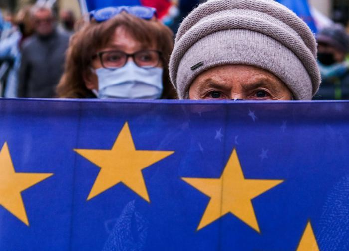 Вето снимается: ЕС договорился с Польшей и Венгрией по бюджету