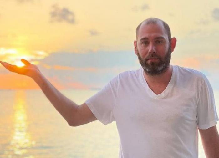 Семён Слепаков написал стих о муках совести на Мальдивах
