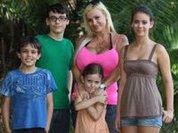 Многодетная мать делает себе самую большую грудь в мире