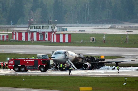 МАК: быстрому распространению огня в SSJ-100 послужила открытая дверь салона