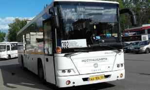 Школьный автобус перевернулся в Псковской области