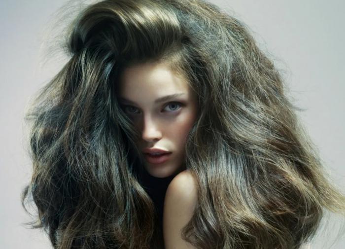 Регулярный пилинг для волос борется с их выпадением