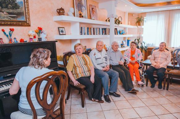 Смольный проверит дом престарелых из-за лишения жилья пенсионеров