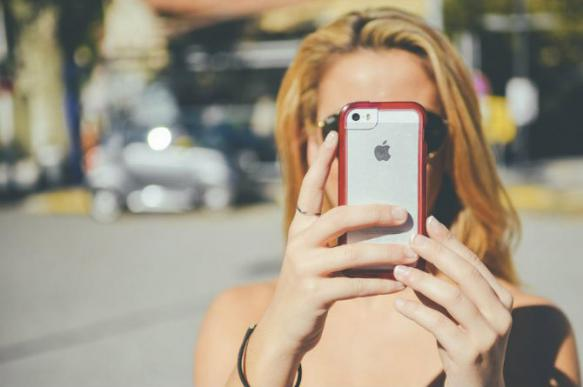 Эксперты: учителя из Омска и Тольятти будут копить на iPhone 7 месяцев