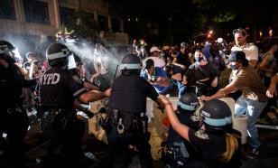 Протестующие в США сожгли зал тренера Тони Фергюсона