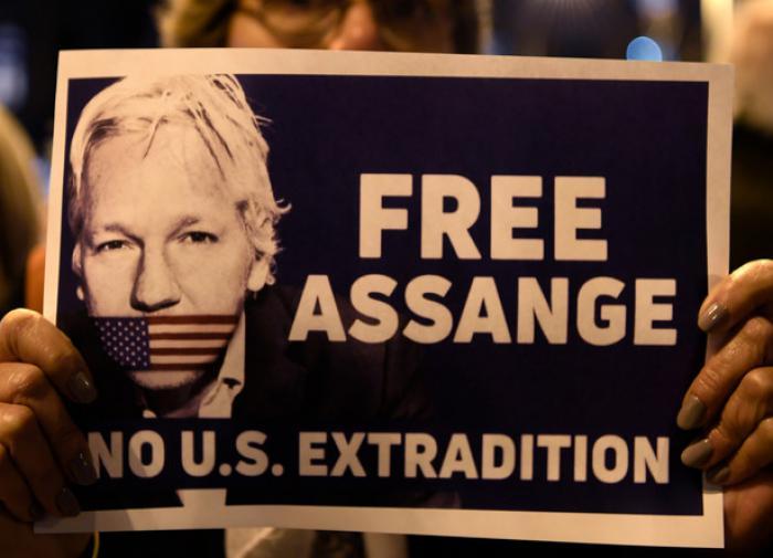 169 адвокатов требуют от правительства Британии освободить Ассанжа
