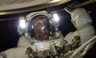 Космонавты изучат дыру в обшивке во время выхода в космос.