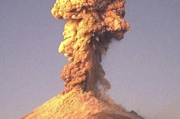 Вулкан Попокатепетль извергся в Мексике
