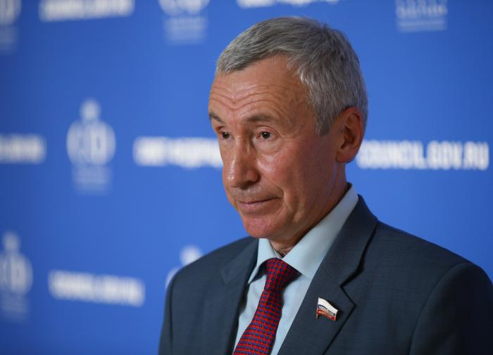 """Сенатор назвал стоящих """"за кулисами"""" протестов 23 января"""