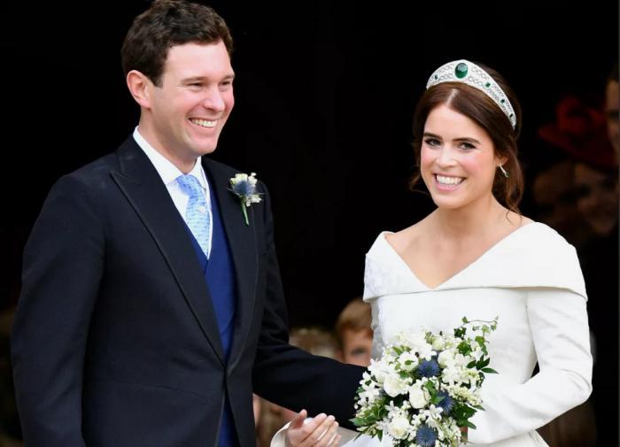 Мужа принцессы Евгении заметили с полуобнажёнными моделями на яхте
