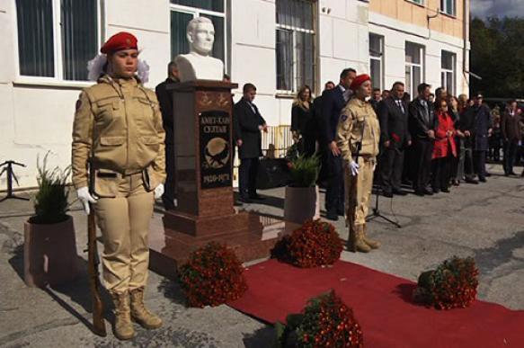 В Севастополе открыли памятник советскому летчику Амет-Хану Султану