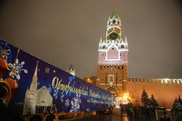 Новый год все ближе: главную елку страны привезли в Кремль