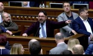 Украинские депутаты подрались из-за предложения расстрелять оппозицию