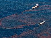 Утечку нефти в Мексиканском заливе прячут под гигантским куполом