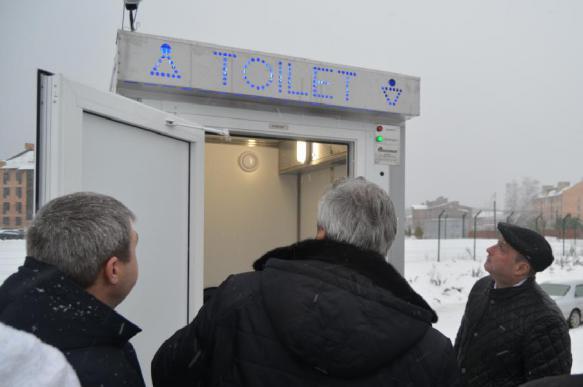 Новосибирские парламентарии торжественно открыли туалет