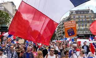 Париж против COVID-законов: город опять захлестнул протест