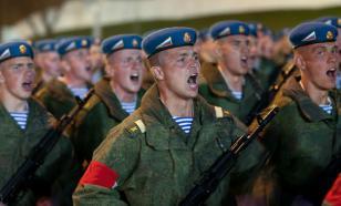 """Социологи: россияне считают """"не служил - не мужик"""""""