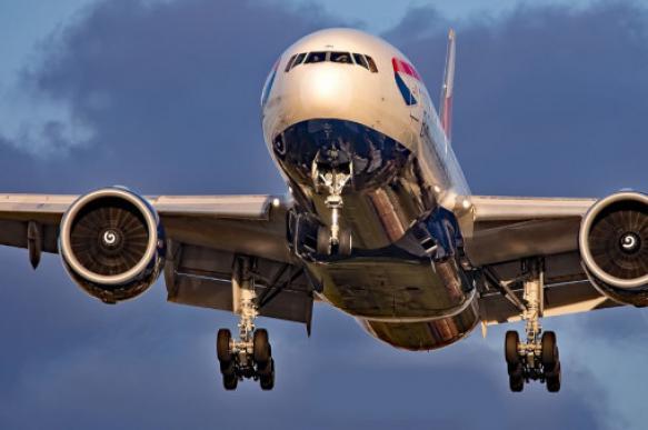 В Токио совершил аварийную посадку пассажирский лайнер Boeing-777