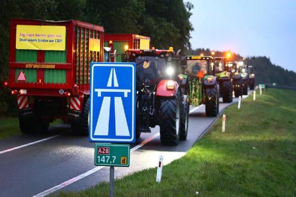 Голландские фермеры протестуют против экологических норм
