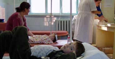С отравлением в больницах Перми оказались 123 школьника