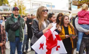Жители Грузии отмечают отмену комендантского часа
