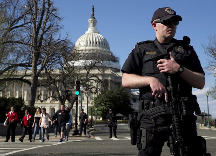 """Политики США """"скрестили копья"""", обсуждая закон о реформе полиции"""