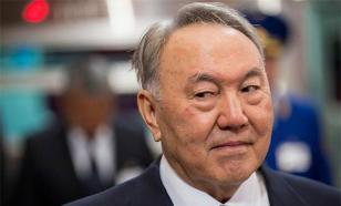 Казахи последними из соседей опустили свою валюту - экономист